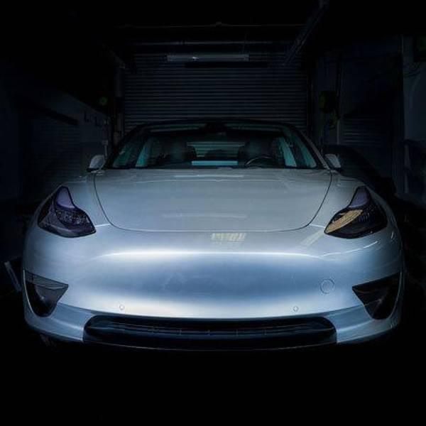 TesBros Folie Frontfanger Sport Mode Tesla Model 3